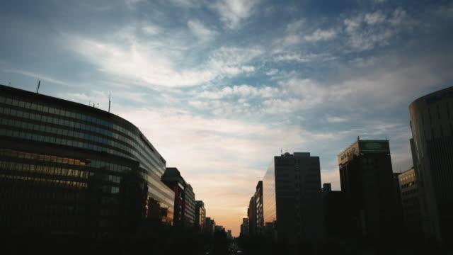 ドラマチックな夕日に福岡市(日本) ビデオ