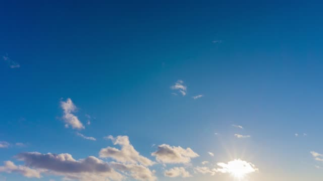 vidéos et rushes de images de résolution spectaculaire coucher de soleil time-lapse 4k - image composite numérique