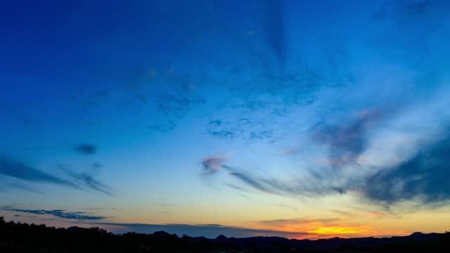 劇的な日没タイムラプス4k解像度映像 - デジタル合成点の映像素材/bロール