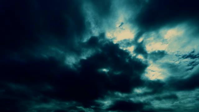 vidéos et rushes de assistant spectaculaires nuages magique - charmeur