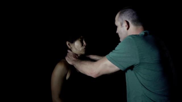 vídeos de stock, filmes e b-roll de dramático mulher sem defesa, krav maga treino - autodefesa