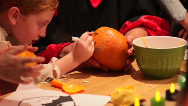 drawing pumpkin designs - pumpkin стоковые видео и кадры b-roll