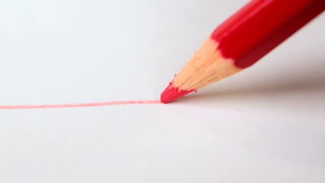 rita röd linje på vitt ritpapper med röd färg penna. konstnärliga koncept. - blyertspenna bildbanksvideor och videomaterial från bakom kulisserna