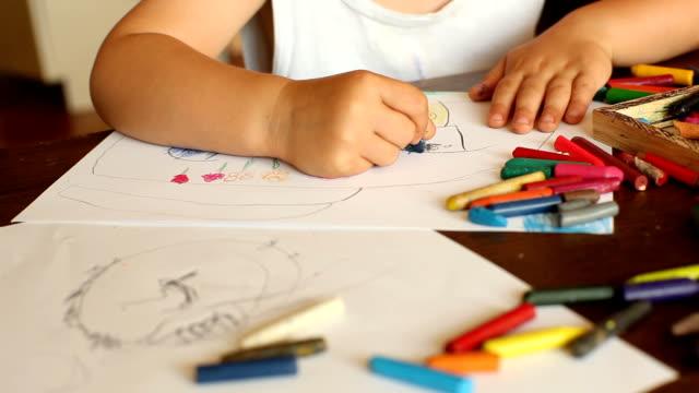 чертеж - kids drawing стоковые видео и кадры b-roll