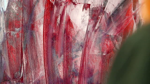 drawing with spatula and acrylic paints. the hand of a woman artist, holding a spatula for drawing and applying paint to the canvas. - szpatułka przybór do gotowania filmów i materiałów b-roll