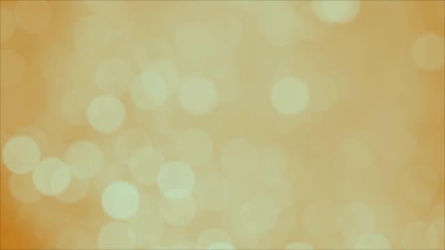 vídeos de stock, filmes e b-roll de fundo de movimento sonhador do sumário de bokeh da luz. resolução 4k - amarelo