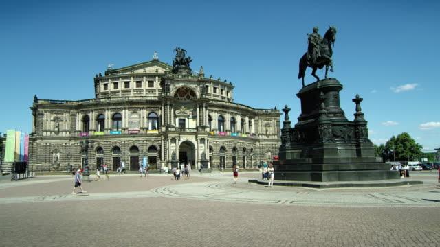 ドレスデン・フラウエンキルシュ(文字通り聖母教会)ルーテル教会、ドレスデン、サクソーニ・アンハルト、ドイツ、ヨーロッパ、2017年8月 - オペラ点の映像素材/bロール