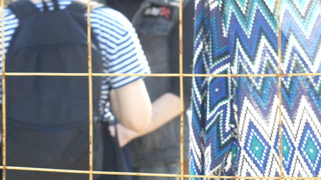 ドレスやフリー マーケットの他の服 - チャームポイント点の映像素材/bロール