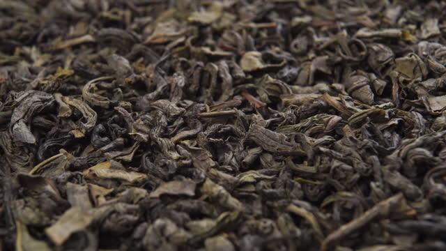 vidéos et rushes de les feuilles séchées de tisane ferment vers le haut. macro - plante aromatique