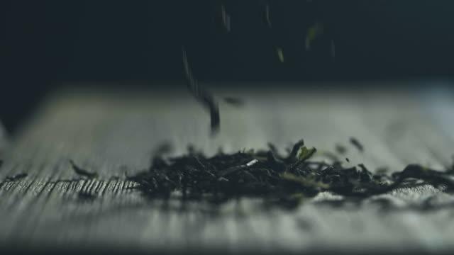 stockvideo's en b-roll-footage met gedroogde theebladeren - oost azië