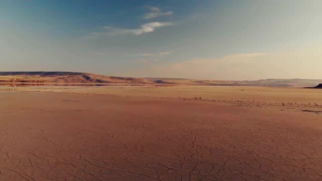 getrockneter see, luftblick - aerial overview soil stock-videos und b-roll-filmmaterial