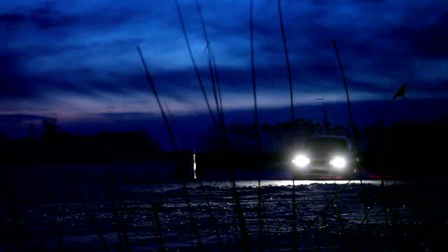 vídeos y material grabado en eventos de stock de a la deriva en el hielo. noche - nieve amontonada