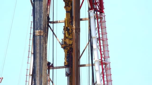 Drill chuck in oil drilling rig