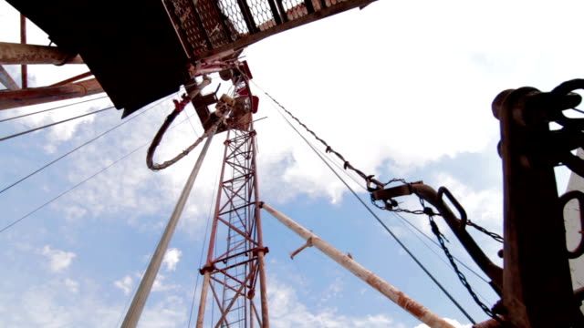 drilling rig Descent tubes with a crane video
