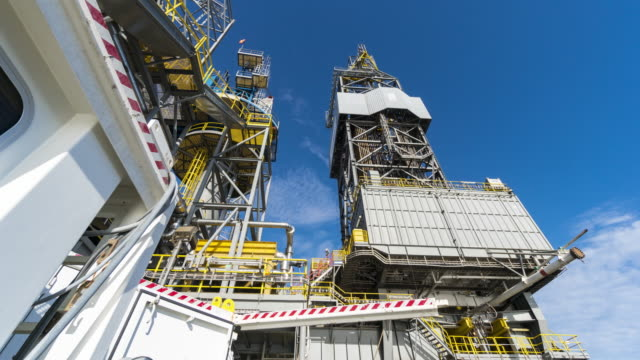 drilling rig mast-tilt up video