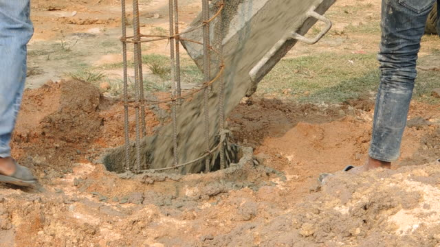 Drilling rigs footing building structures in the construction and building industry. video