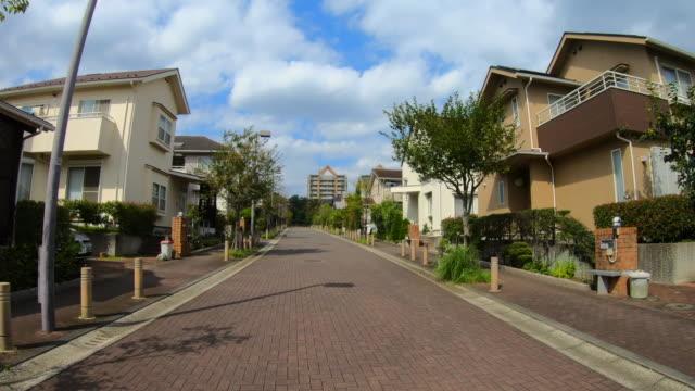 住宅街をドライブ - 地域点の映像素材/bロール