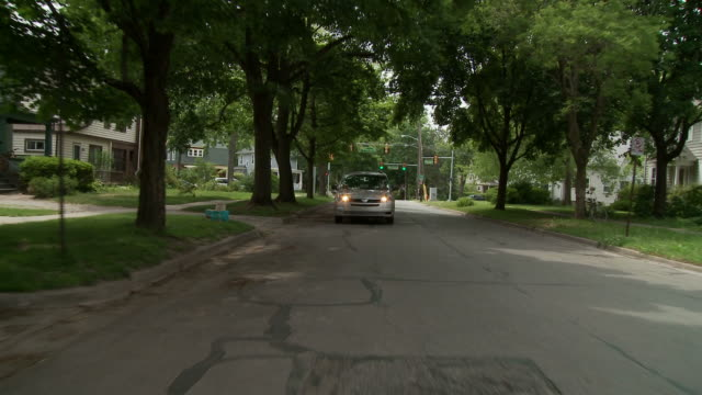 stockvideo's en b-roll-footage met driving 05 suburbs - woongebied