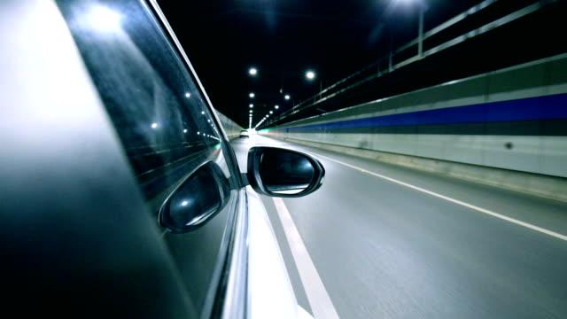 driving a car at night trough tunnel - spoiler filmów i materiałów b-roll