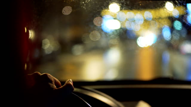 kör en bil på natten - vindruta bildbanksvideor och videomaterial från bakom kulisserna