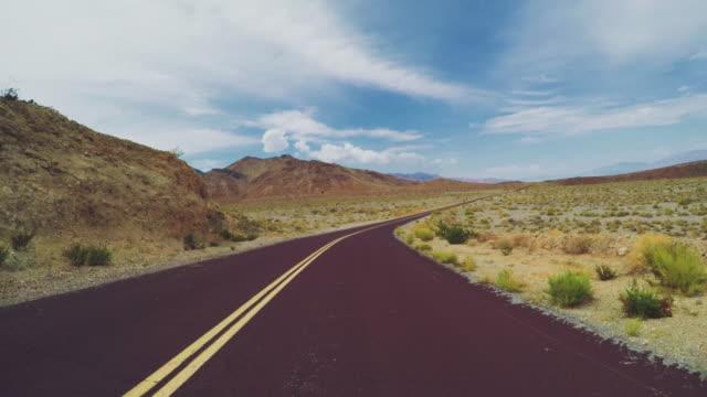 Autofahren in Death Valley malerischen Straßen POV – Video