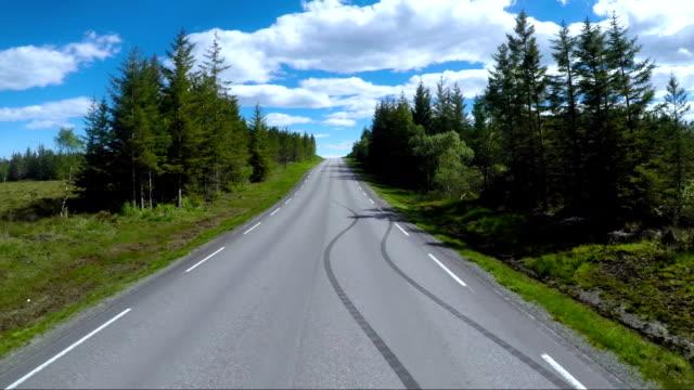 挪威在道路上駕駛一輛車 - 路 個影片檔及 b 捲影像