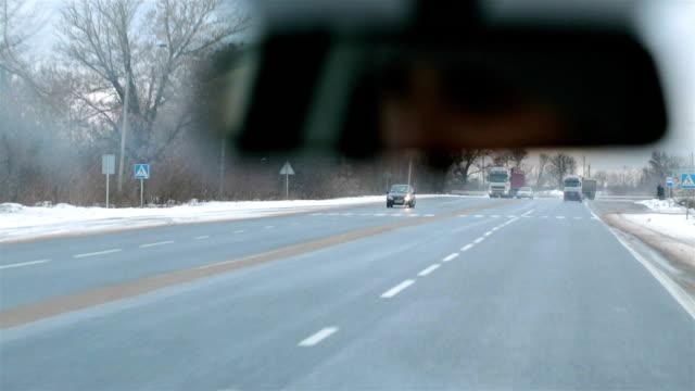vídeos de stock, filmes e b-roll de dirigindo um carro na estrada. - ucrânia