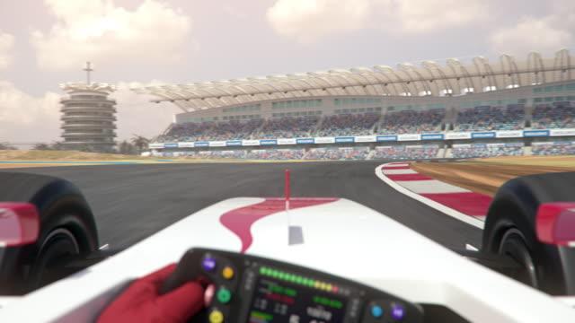 포뮬러 원 레이스 트랙을 따라 운전 - formula 1 스톡 비디오 및 b-롤 화면