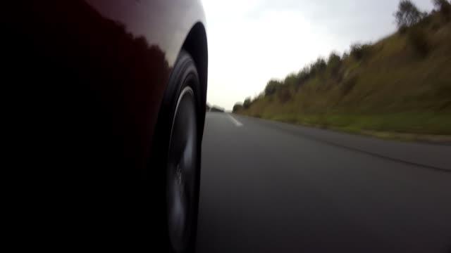 vídeos de stock e filmes b-roll de driving at high speeds in europe - driveway, no people