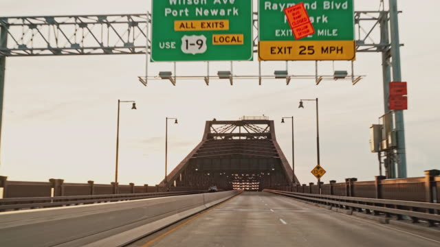 Driving General Pulaski Skyway bridge in New Jersey. Driver point of view. - vídeo
