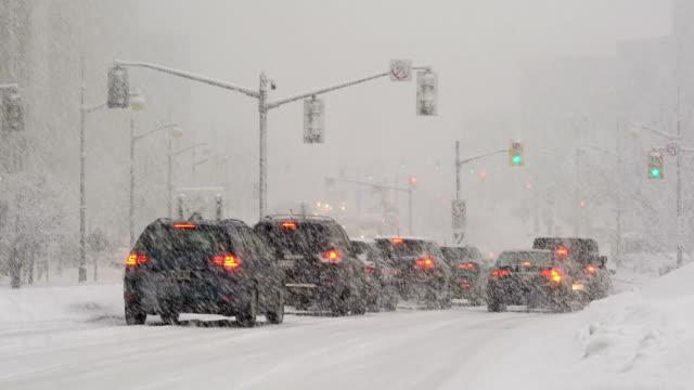 körning i snöstorm - djupsnö bildbanksvideor och videomaterial från bakom kulisserna
