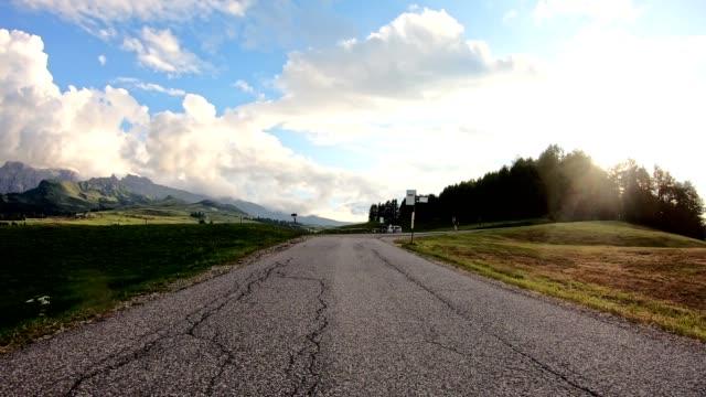 körning i österrike mitt i fjällen - bilperspektiv bildbanksvideor och videomaterial från bakom kulisserna