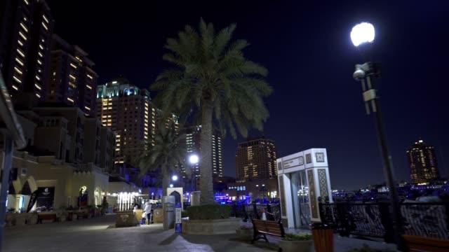 vidéos et rushes de conduire à doha, qatar - doha