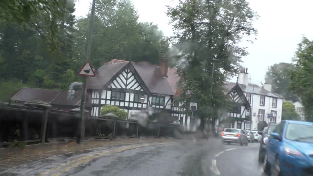 driving in england in bad weather - manchester inghilterra video stock e b–roll