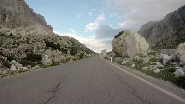 driving in mountain, dolomites alps - evento ciclistico video stock e b–roll