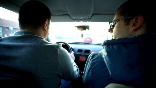 körning i bilen - två människor bildbanksvideor och videomaterial från bakom kulisserna