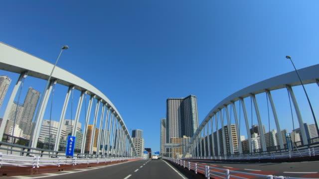 日中の市内での運転 - 主観視点点の映像素材/bロール