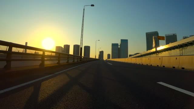 körning i staden vid dusk - bilperspektiv bildbanksvideor och videomaterial från bakom kulisserna