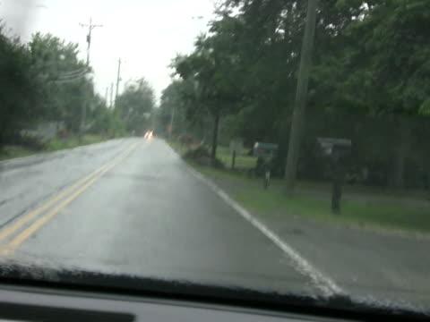 driving in the rain ntsc - klip uzunluğu stok videoları ve detay görüntü çekimi