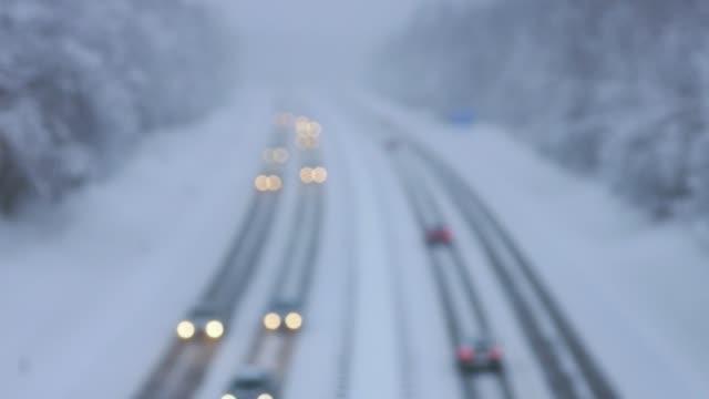 körning på vintern - cold street bildbanksvideor och videomaterial från bakom kulisserna