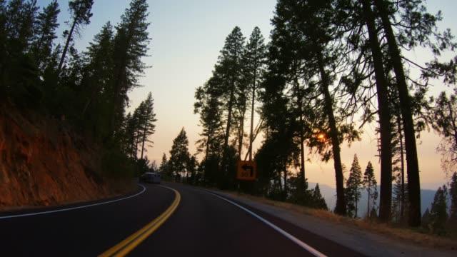 POV-Fahrt im Yosemite-Nationalpark bei Waldbrand – Video