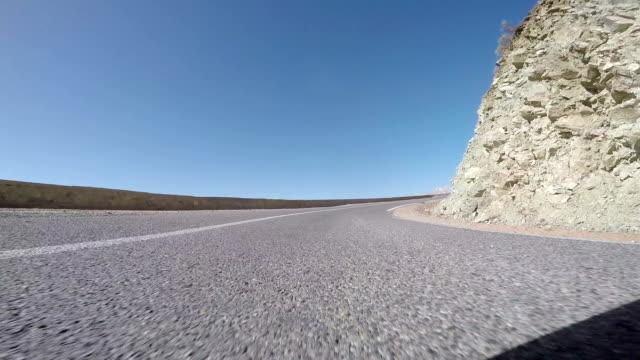 vídeos de stock e filmes b-roll de driving on a dirt road in morocco - passagem de ano