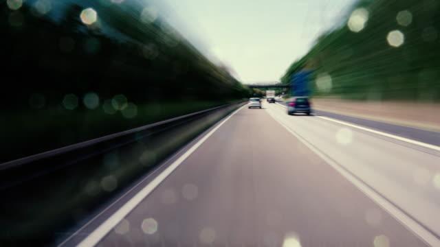 auf einer deutschen autobahn fahren - straßenfracht stock-videos und b-roll-filmmaterial