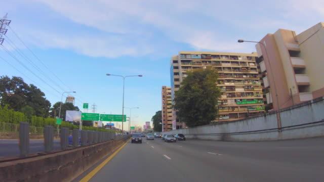 körning på chalerm maha nakhon expressway till bangkok - kungen av thailand bildbanksvideor och videomaterial från bakom kulisserna