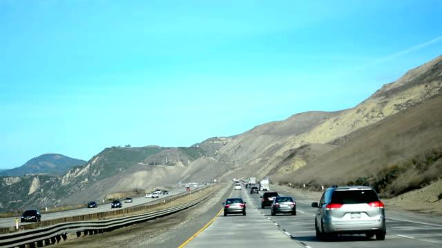 Conducción en Pacific Coast Highway hacia el norte. California, Estados Unidos - vídeo