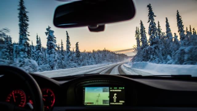 vídeos de stock e filmes b-roll de pov driving on snowy road in swedish lappland - inverno
