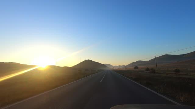 körning på vägen i gryningen - spain solar bildbanksvideor och videomaterial från bakom kulisserna
