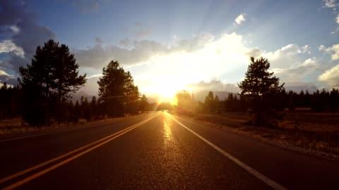 vídeos y material grabado en eventos de stock de conducir en wyoming el parque nacional grand teton - conducir