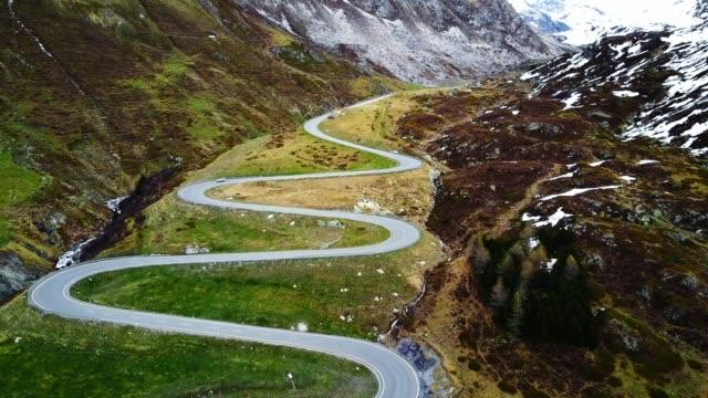 vídeos y material grabado en eventos de stock de conduciendo sobre el paso de julier - alpes europeos