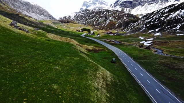 driving over the julier pass - passo montano video stock e b–roll